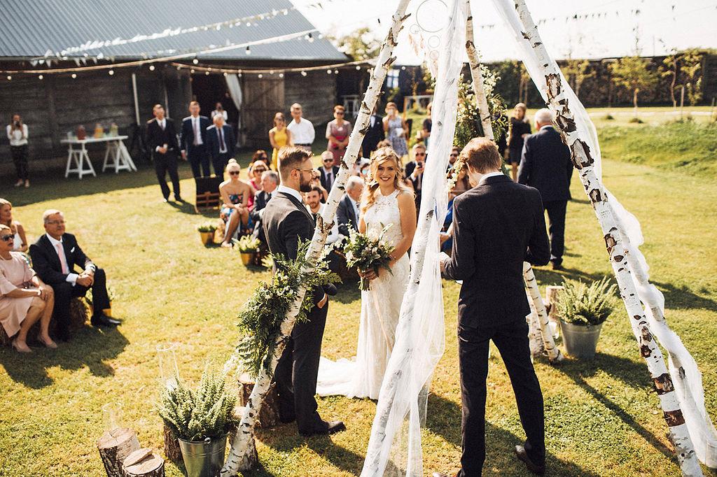 ślub w plenerze w Folwarku Ruchenka
